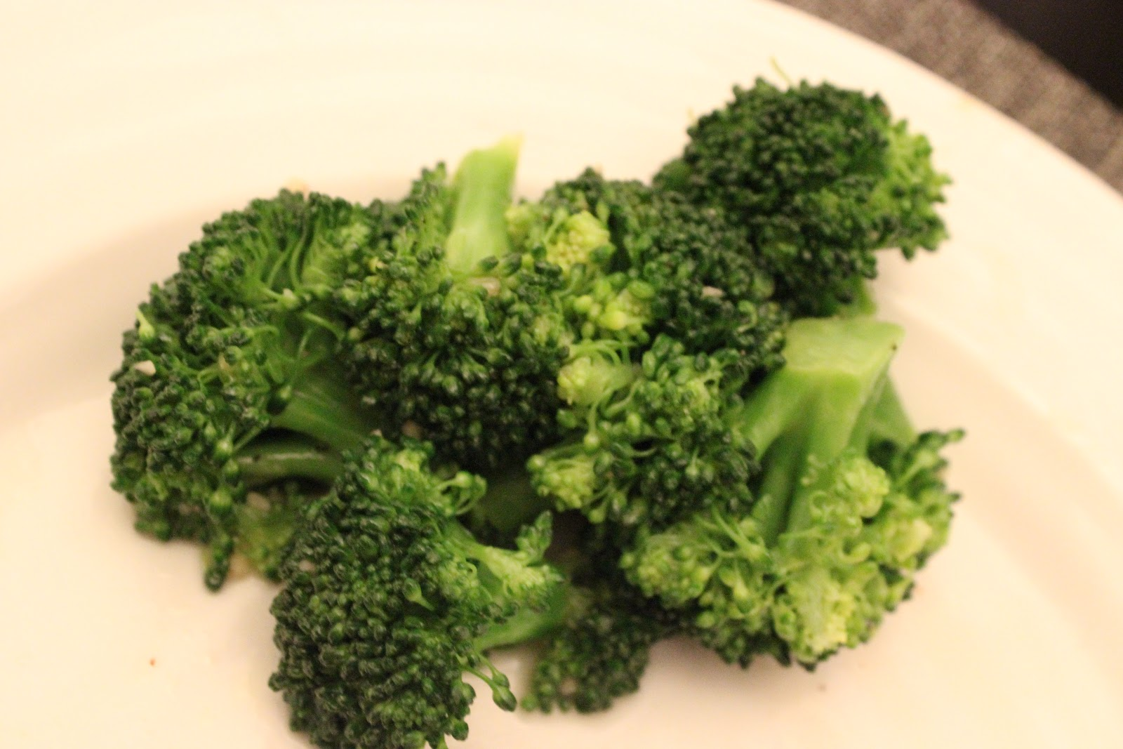 Lemon Garlic Steamed Broccoli | Weekday Eats & Weekend Treats!